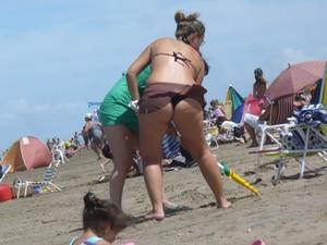 Chubby-MILFs-Beach-%5Bx23%5D-t7efb0515n.jpg